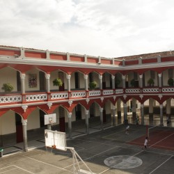 Patio María Auxiliadora - Vista desde el 2 piso Teatro y salas de informaática